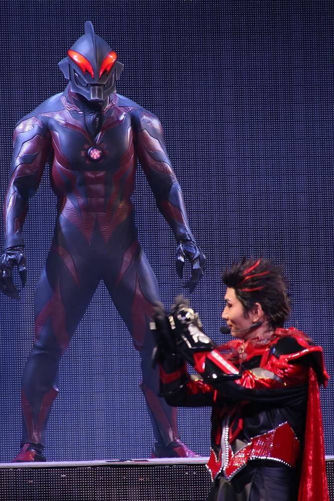 なにが正義で、悪なのかーー人間ドラマ描くウルトラマン舞台『DARKNESS HEELS』イベントレポート イメージ画像