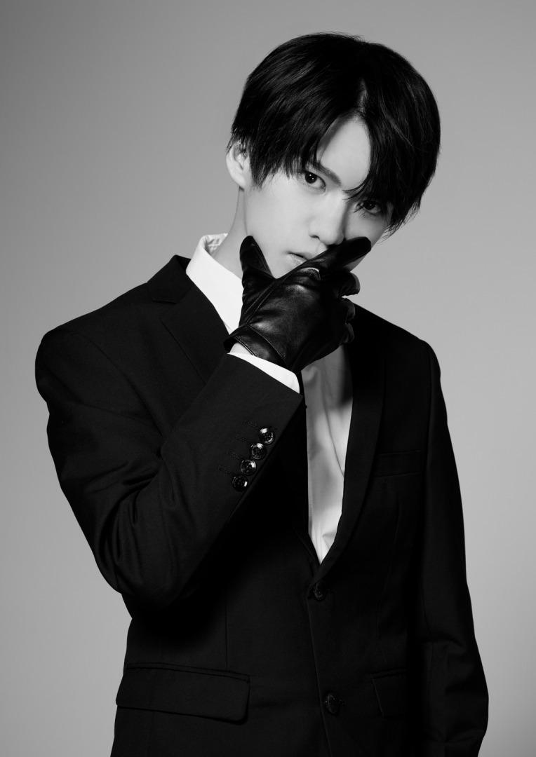 田村升吾の黒スーツ姿が公開、フォトマガジン「Stage Actor Alternative」に登場 イメージ画像