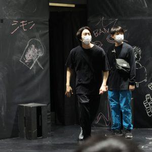 辰巳雄大主演の「ぼくの名前はズッキーニ」稽古場写真が公開 ノゾエ征爾&田中馨からコメントも イメージ画像