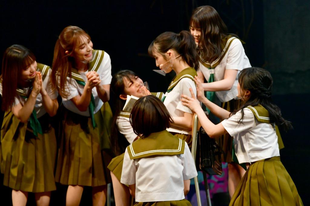 小栗有以の華麗な回し蹴り、舞台「マジムリ学園 蕾-RAI-」開幕 袂を分かつ3人の行く末は… イメージ画像
