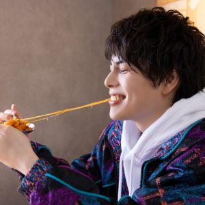 飯山裕太「美味しいご飯と共に楽しんで」 1st写真集『foodie』発売、お渡し会の開催も イメージ画像