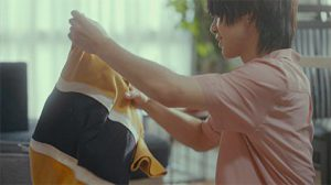 佐藤流司が洗濯物をたたむ、ウェブCM最終話が公開 イメージ画像