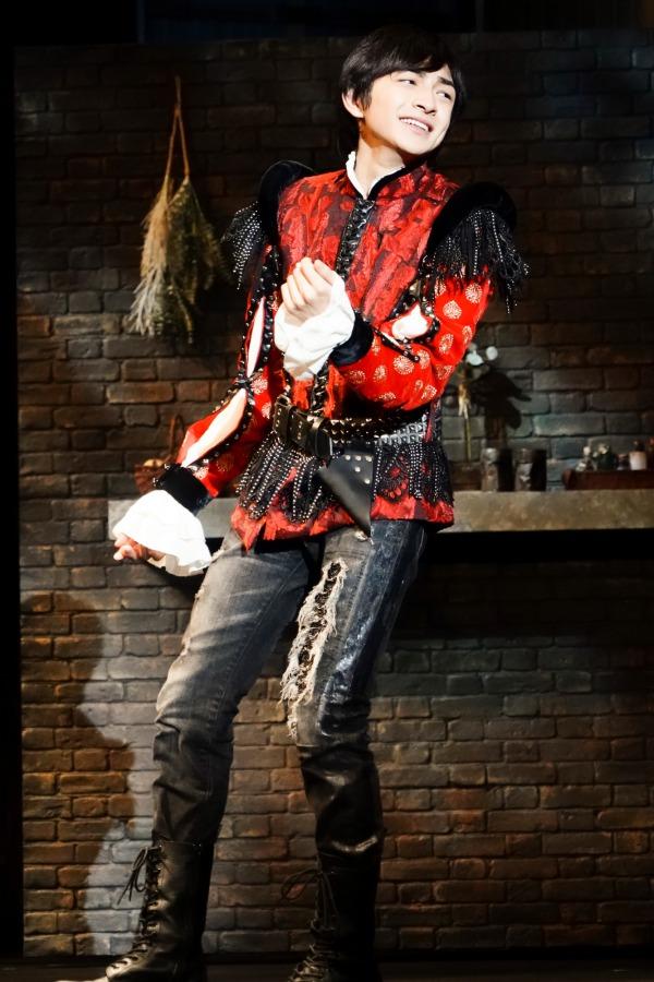 川﨑皇輝の舞台初主演作『ロミオとロザライン』が開幕 舞台写真&コメント到着 イメージ画像